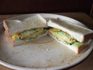 卵焼きで焼きサンドイッチ