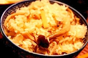 ぴりっと生姜の、〆に最適、大人のキノコご飯