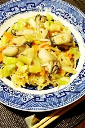 野菜がっつり、春キャベツと牡蠣のかた焼きそば
