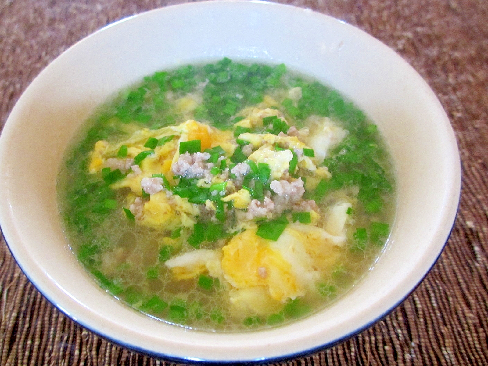 ひき肉、ニラ、卵のスープ