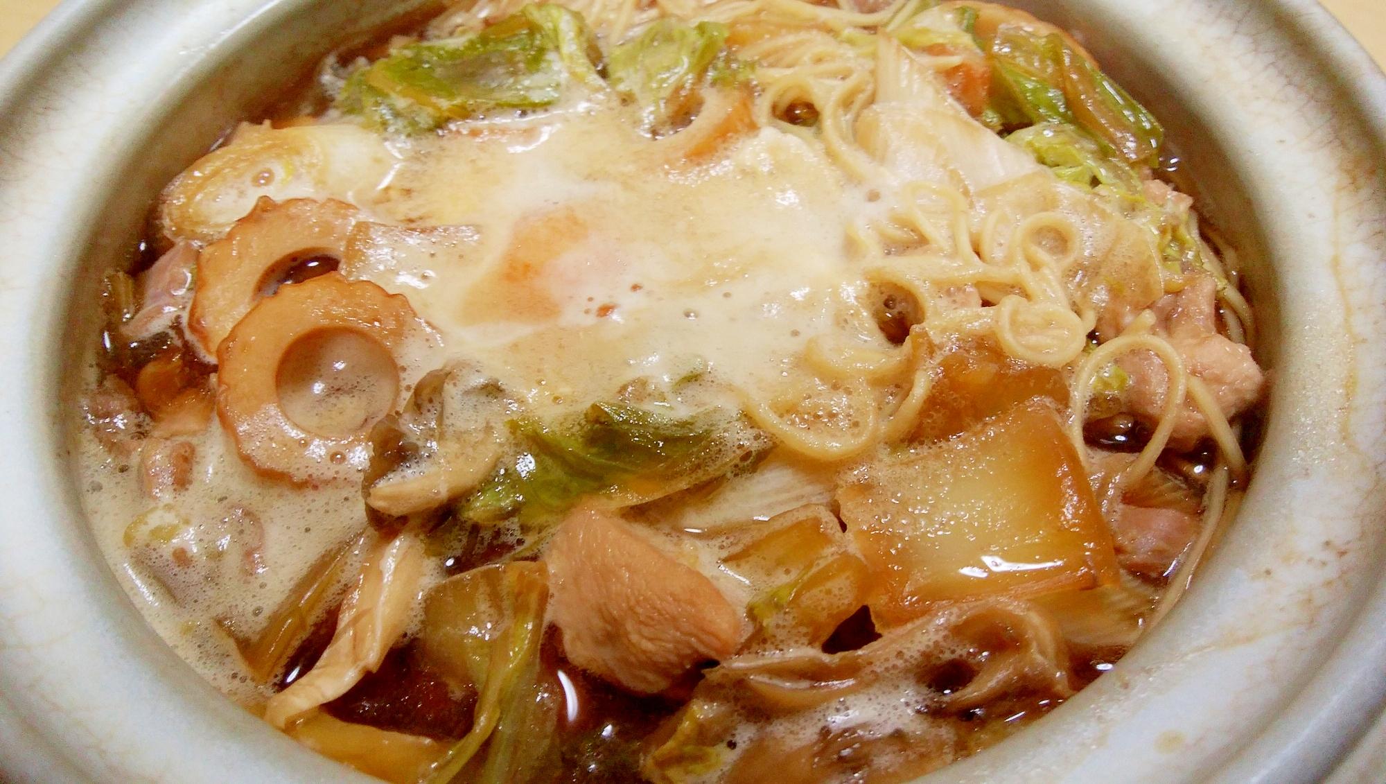 1. 鶏ガラスープで鍋焼きラーメン