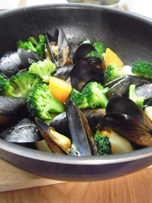 旨味がギュー♪ムール貝と温野菜