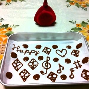 チョコレートの飾りで可愛くデコレーション