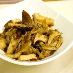 キノコのしょうゆ麹&バルサミコ炒め