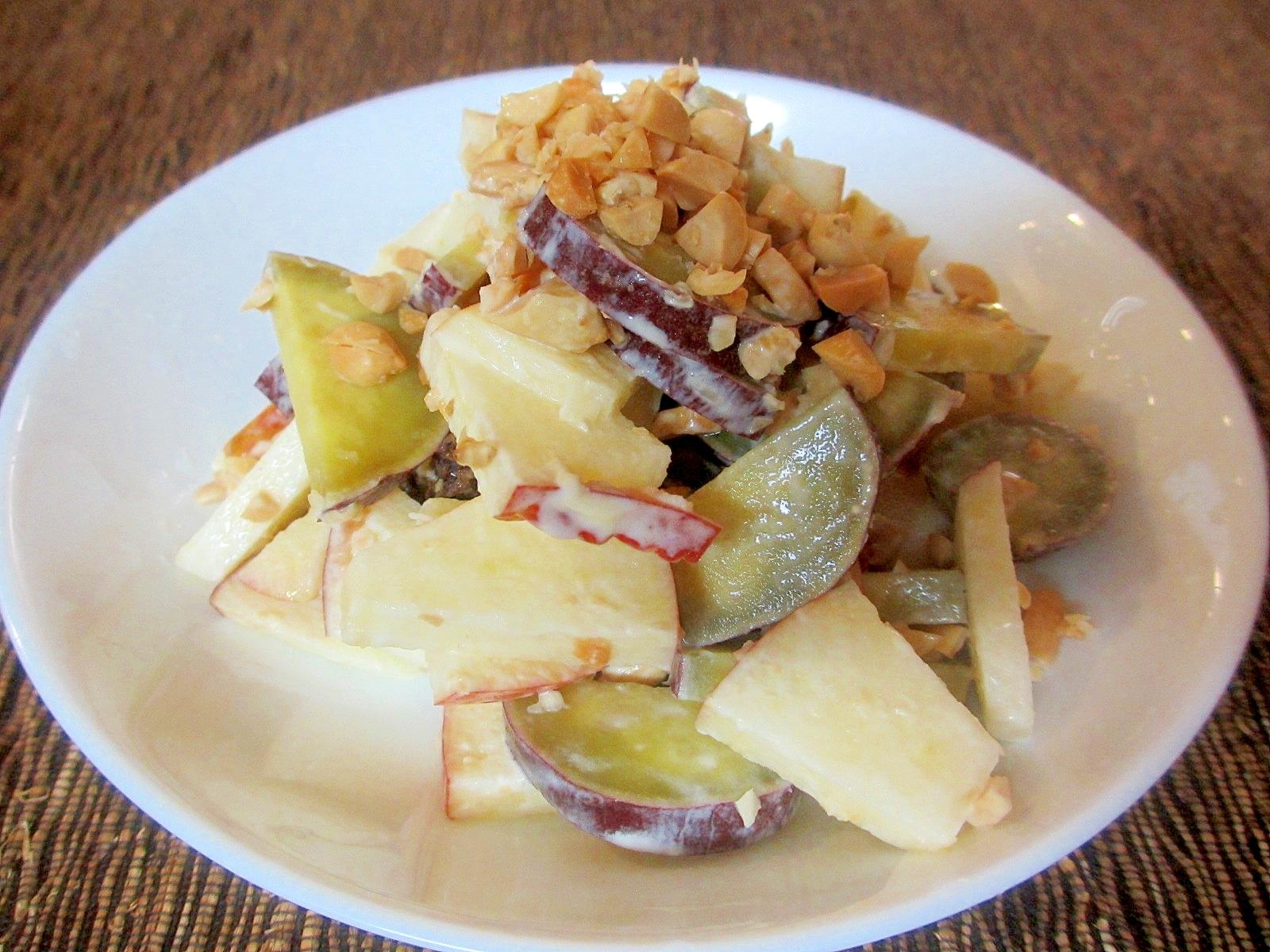 サツマイモとリンゴとピーナッツのマヨサラダ
