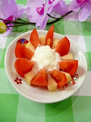 フルーツトマトとリンゴの「お花サラダ」