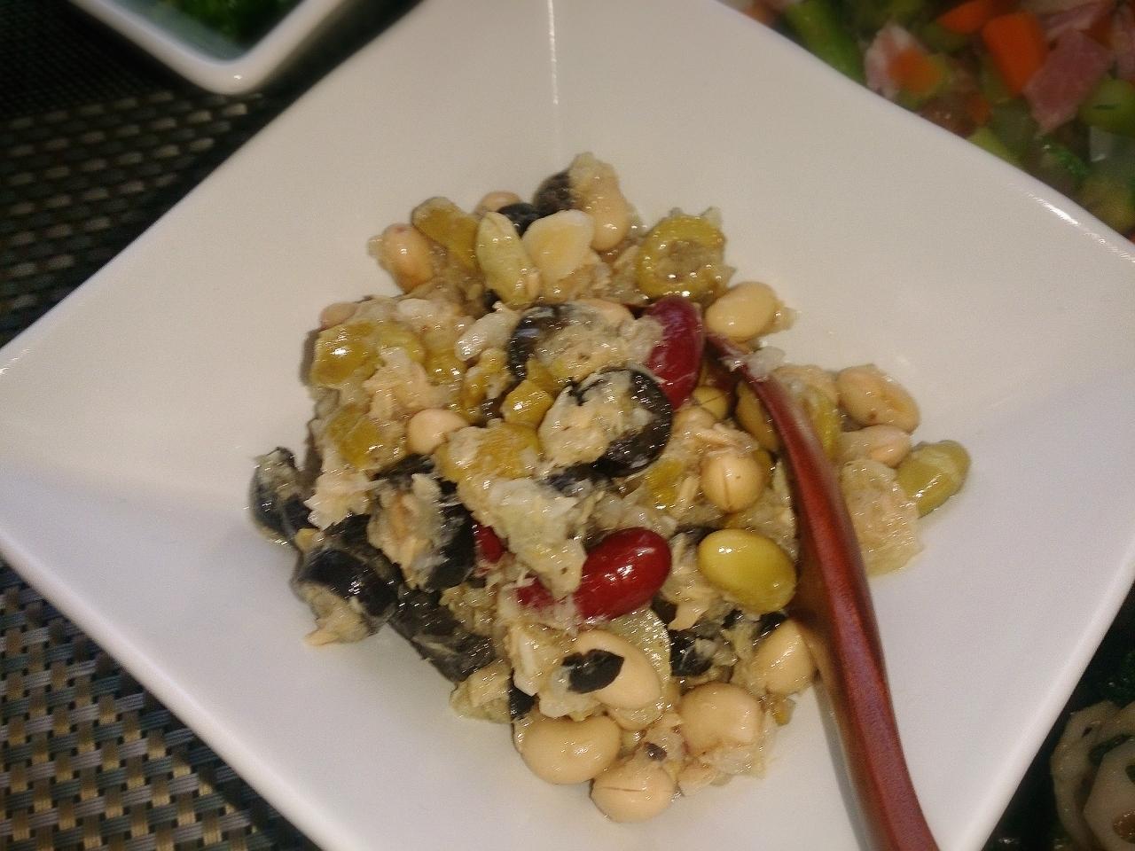 洋食のための常備菜☆豆とオリーブのサラダ