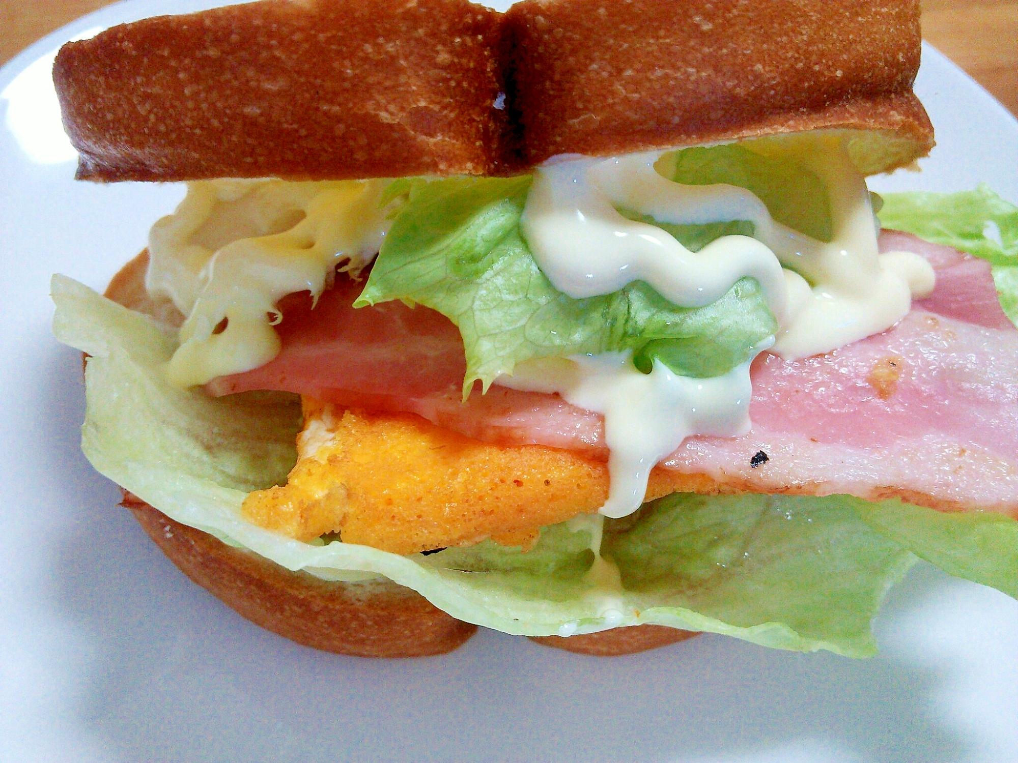 サンドイッチ定番(^^)ベーコン&レタス&卵サンド