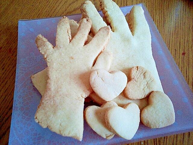 型抜きクッキー誕生日手形バージョン