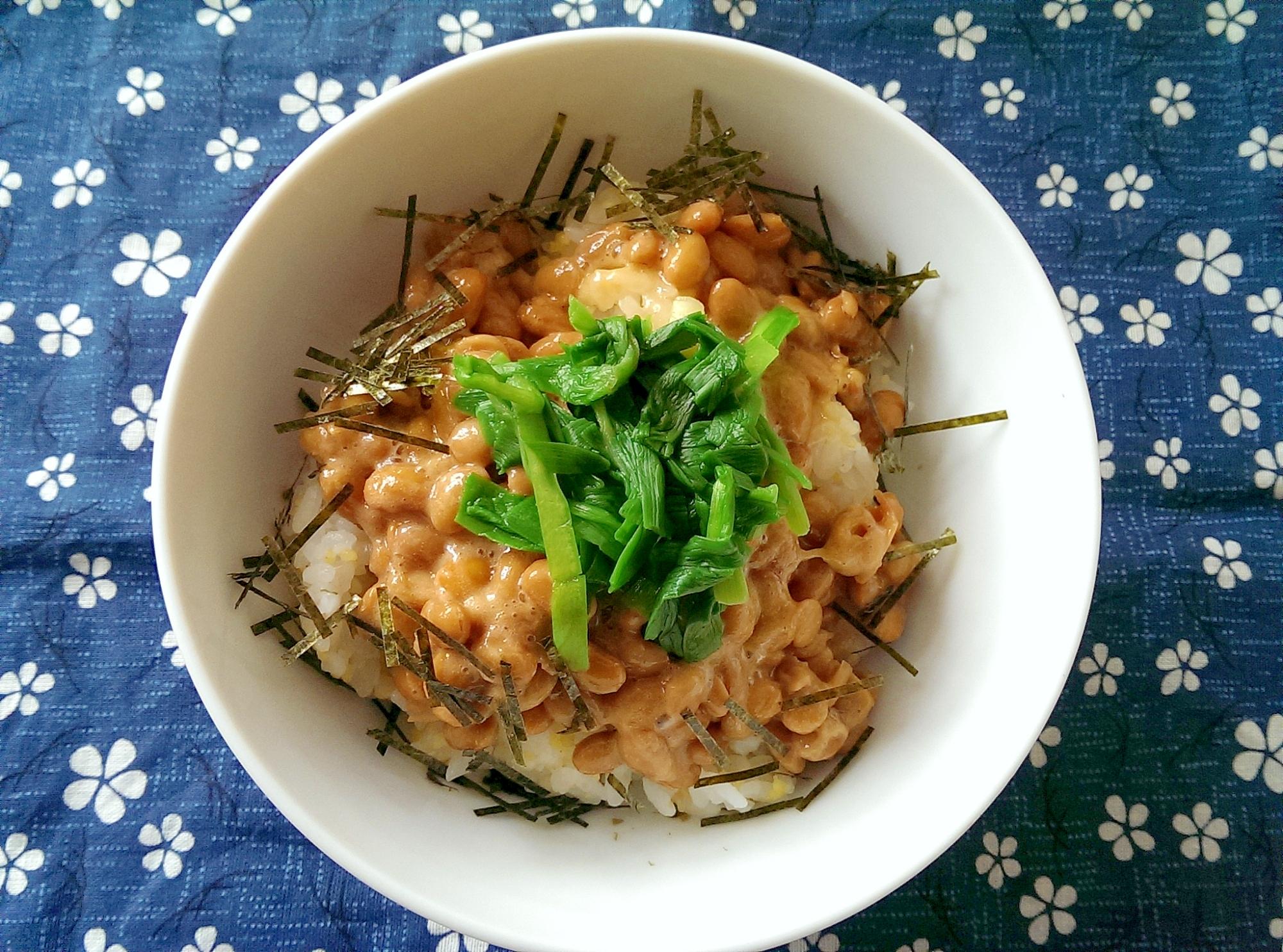 ニラたっぷり納豆ご飯