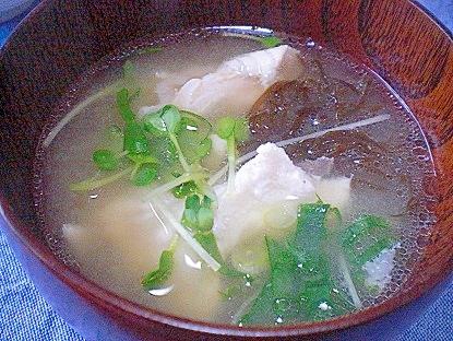 「鯛のアラ&モズク&カイワレの御味噌汁」