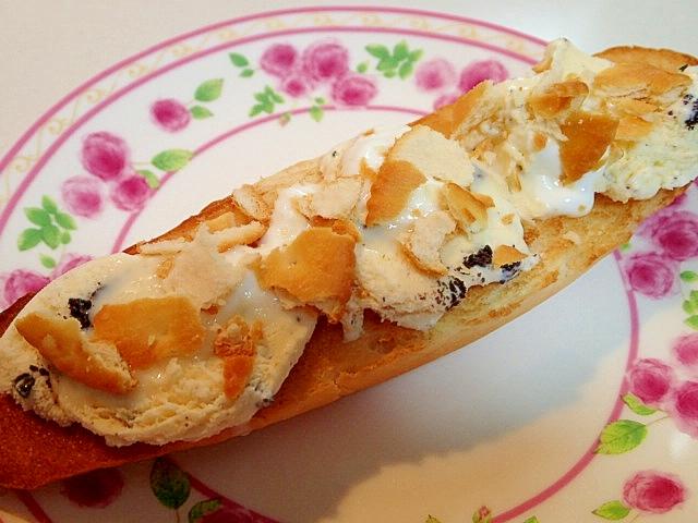 クッキーアイスとヨーグルトとリッツのロールパン♪