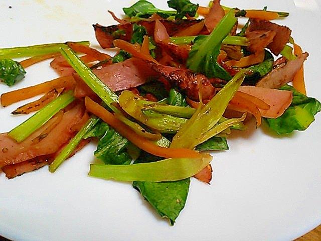 お弁当に簡単一品!小松菜とベーコンのソテー