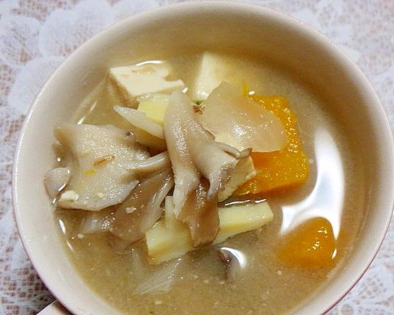 筍と舞茸と南瓜の味噌汁