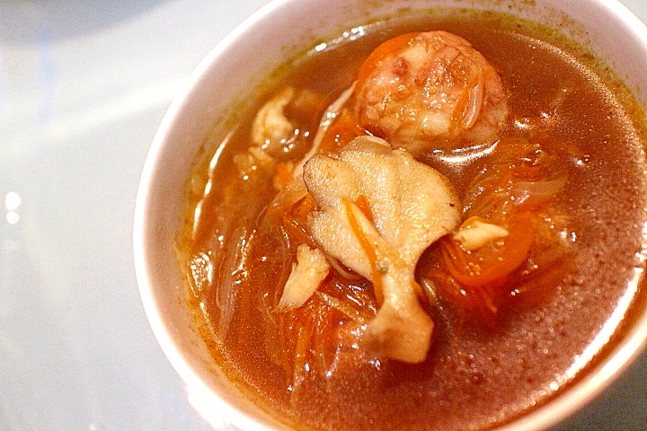 【ヘルシー】モチモチ団子が入り野菜たっぷりスープ