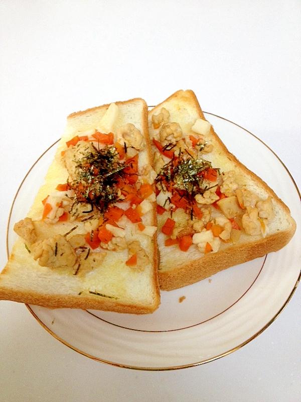 山芋シャキシャキそぼろのトースト