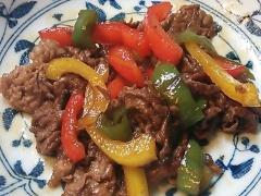 牛肉とパプリカのカラフル甘辛炒め