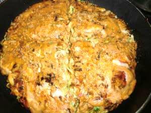 パリパリ麺が美味、関西風お好み焼き(モダン焼き)