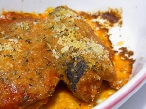 簡単おつまみ♪いわしトマト煮の香草パン粉焼き