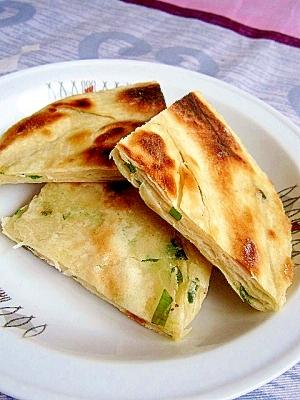 朝食やおやつに★薄焼きねぎ餅(葱油餅)
