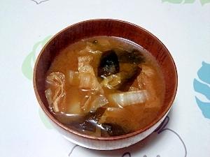 赤味噌でコクUP!白菜の味噌汁+...