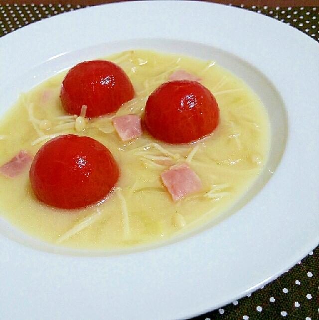 まるごとミディトマトのチーズスープ