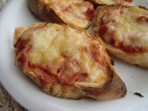 フランスパンで簡単ピッツァ