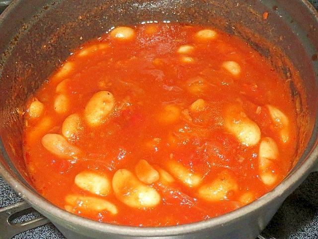 白いんげん豆入りトマトソース