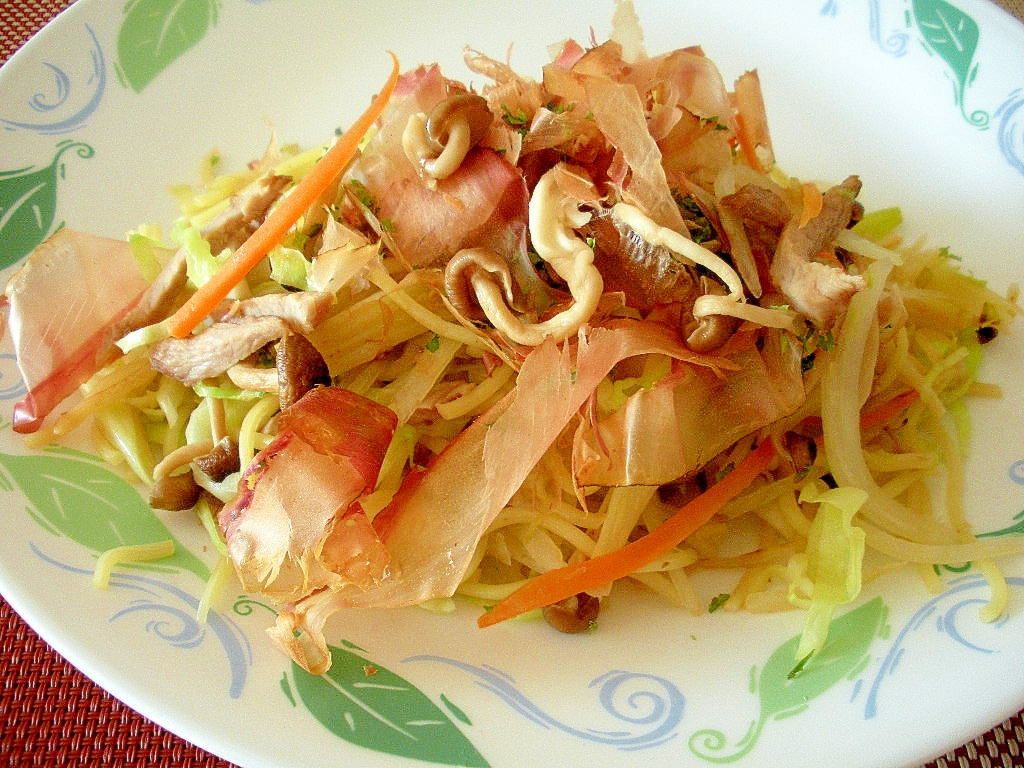 ☆野菜と煮豚とおかかの具だくさん焼きそば☆