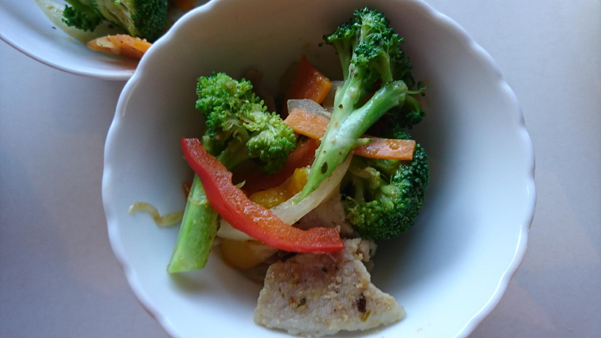 4. 野菜たっぷり♪ 豚バラ肉と野菜の炒めもの