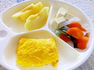 幼児プレート◎キレイな黄色のふんわり卵焼き