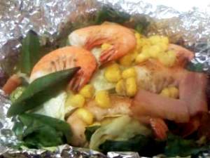 簡単♪のせて包んで焼くだけ海老と野菜のホイル焼き