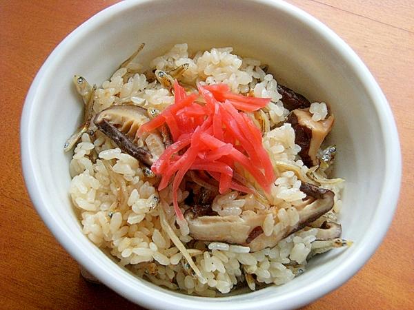 簡単!中華っぽい炊き込みご飯♪(干し椎茸ほか)