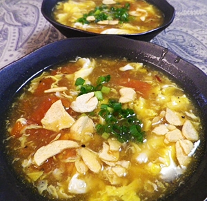 トマト卵のピリ辛すっぱスープ