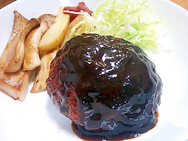 デミグラスに味噌+(^^)王道煮込みハンバーグ
