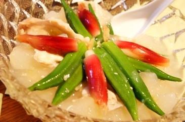 ひんやり夏の冷菜、夏野菜と冬瓜の白身魚餡かけ