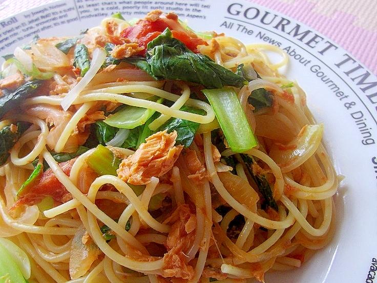 3. 鮭と小松菜のトマトパスタ