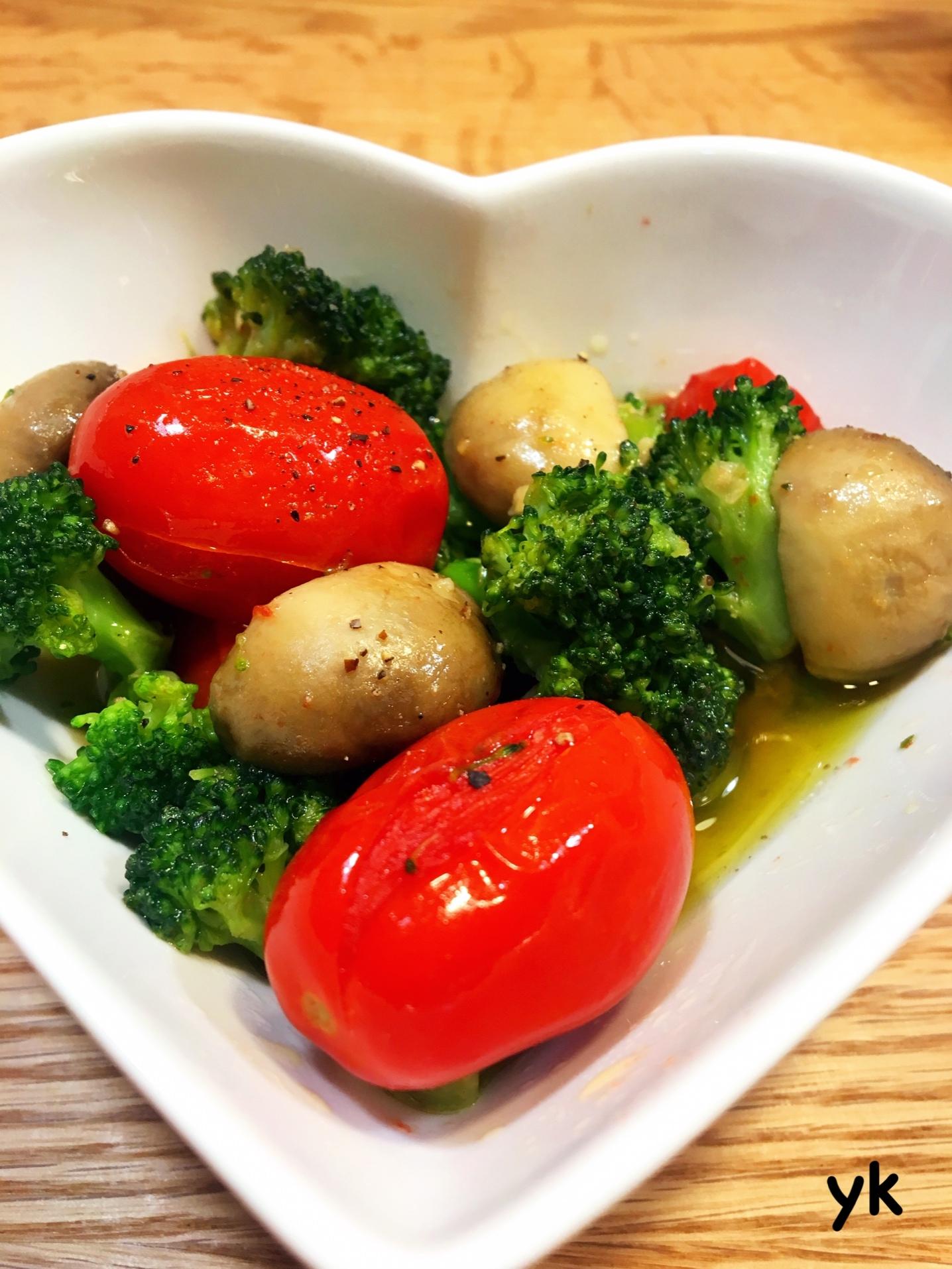 ミニトマトとブロッコリーのアヒージョ♪ レシピ・作り方