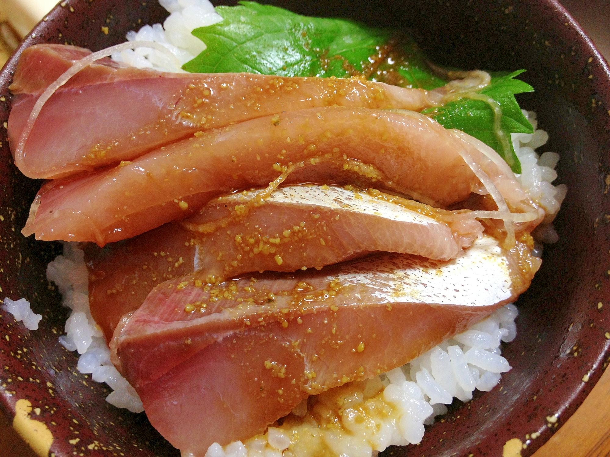 ハマチのミニ海鮮丼