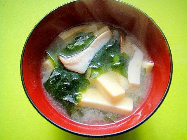高野豆腐とエリンギ、ワカメの味噌汁