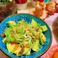アボカドと高菜漬のカリカリサラダ
