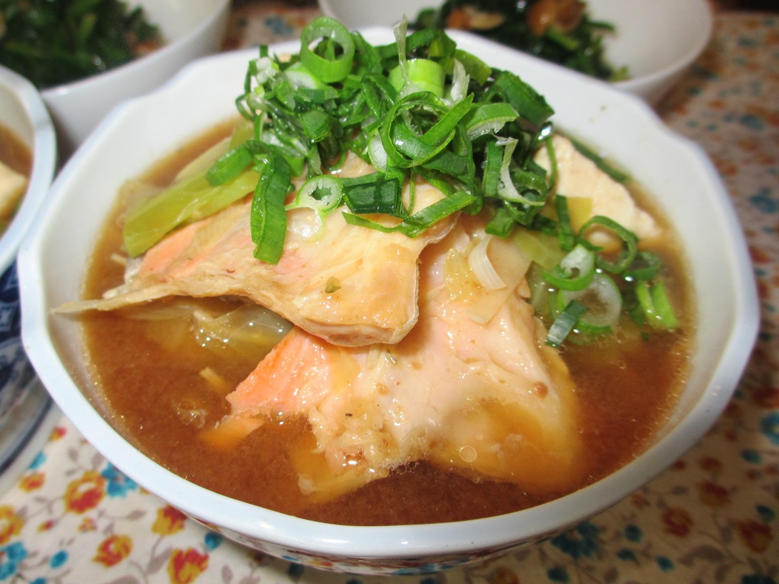 1. サケとキャベツの味噌鍋