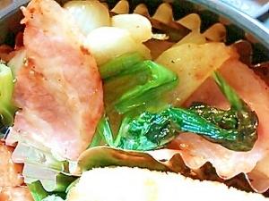 お弁当に♪小松菜・玉ねぎ・ベーコンの塩こしょう炒め