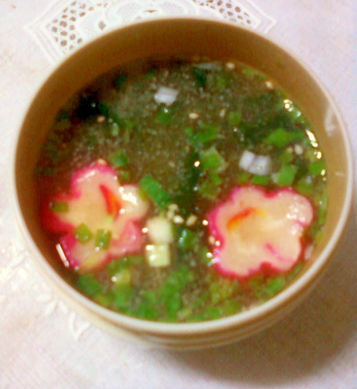 わかめと花麩とわけぎの生姜絞り汁入り味噌汁☆*:・