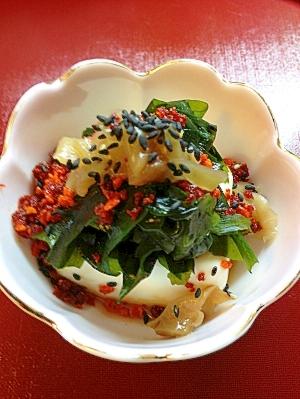 ワカメとザー菜のぶっかけラー油豆腐