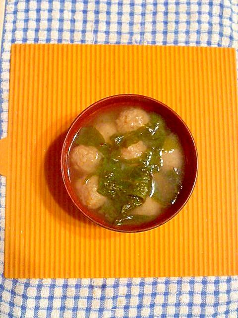 冷凍肉団子と生ワカメの味噌スープ♪