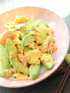 糖質オフ☆鮭とアボカドの卵炒め
