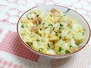 焼肉のタレでにら、肉、玉子の混ぜご飯