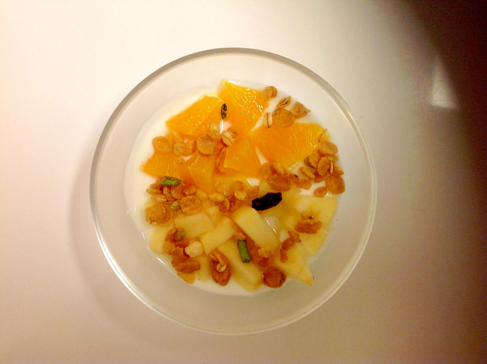 りんごとオレンジのグラノーラヨーグルト