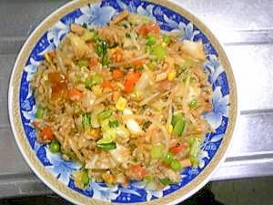 焼きそばソースで簡単☆イカと野菜炒めチャーハン